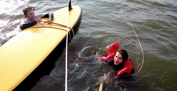 motor verslepen met surfplank_600px
